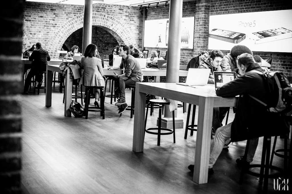 Street Photography Apple Retail Store London Part3 11